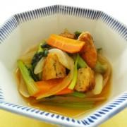 No.22014「ふっくらまごころ揚」と小松案、新玉ねぎの煮物完成