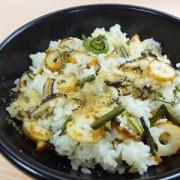 山菜とちくわの炒飯、にんにく風味完成