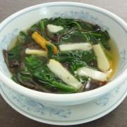 さつまあげとほうれん草の中華風スープ